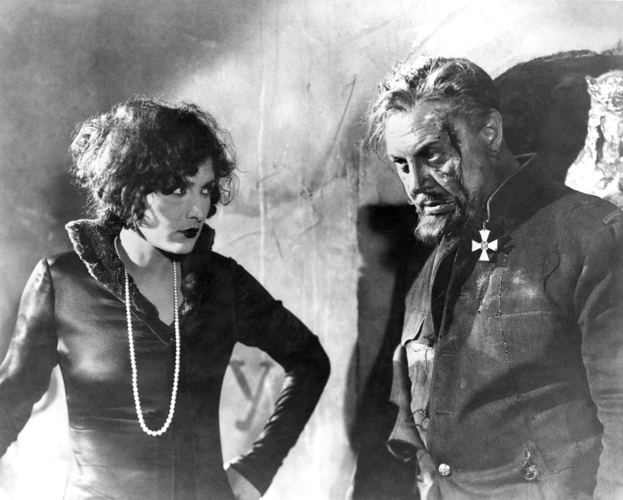 Evelyn Brent and Emil Jannings in The Last Command